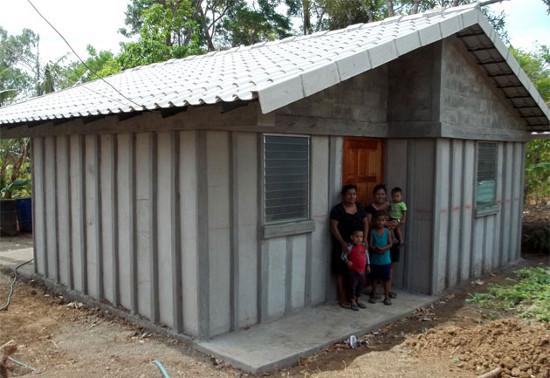 Casa con Paneles de FerroCemento y cubierta de Teja de MicroConcreto