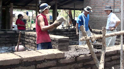 Building houses in adobe for Microcemento en mexico