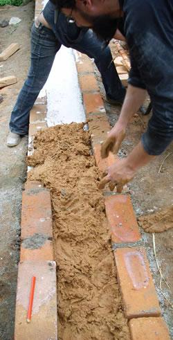 Taller práctico en Nicaragua sobre construcción con tierra cruda