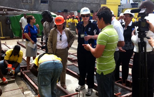 Helen Clark (white hat) Haiti director of UNDP, Jessica Faieta (orange hat) and Byron Lopez, EcoSur manager in Haiti