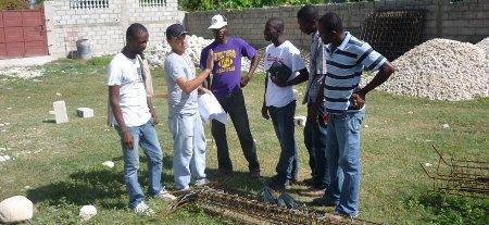 Reconstruyendo casas en Haití